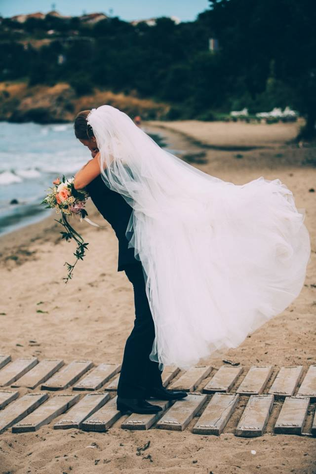 1459765006_wedding_hug_mk.jpg.jpg